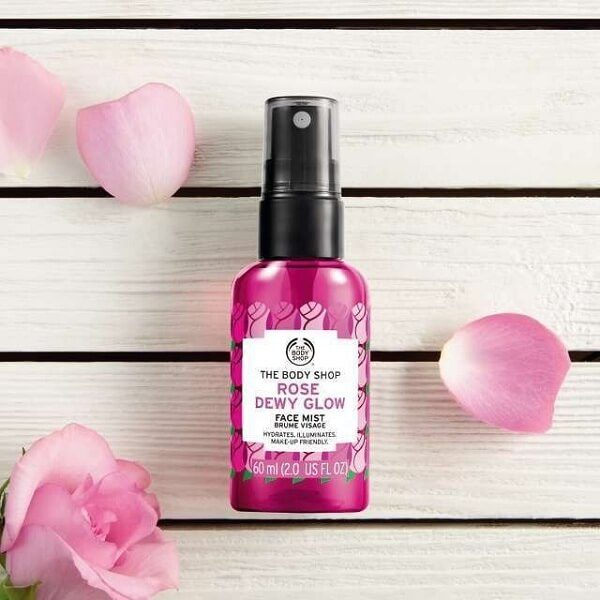 xit khoang the body shop rose dewy glow face mist 60ml 3 600x600 - Xịt khoáng The Body Shop Rose Dewy Glow Face Mist 60ml